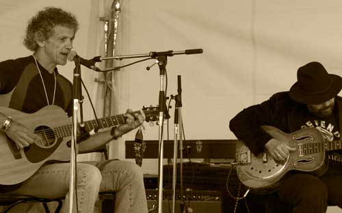 Woody with Colin Linden at the 2008 Ottawa FolkFest
